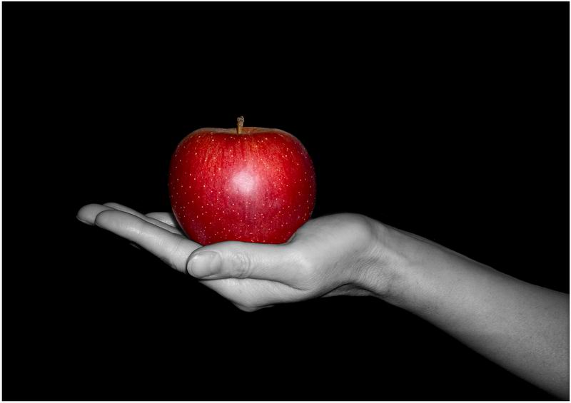 Яблоко на ладони, искушение