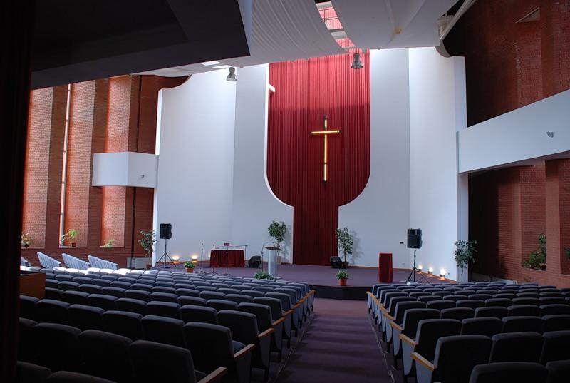 Дом молитвы баптистов изнутри
