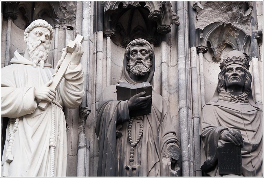 Скульптуры в католическом храме